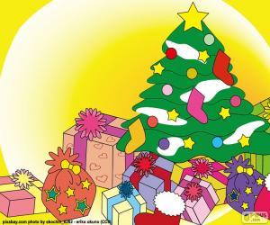 Puzzle de Árbol de Navidad adornado para las fiestas y con regalos debajo