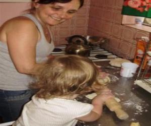 Puzzle de Abuela enseñando a cocinar a su nieta