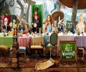 Puzzle de Alicia es la invitada de honor en la Loca Fiesta del Té