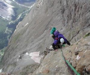 Puzzle de Alpinista escalando un pico