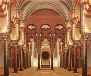 Puzzle de Antigua Mezquita de Córdoba, actual catedral, las columnas de mármol y los arcos con el lugar santo, el Mihrab