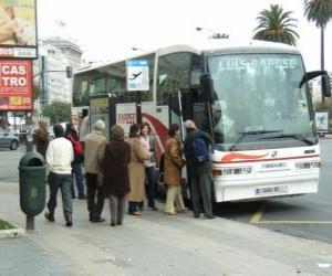 Puzzle de Autobus urbano en la parada