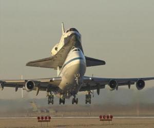 Puzzle de Avión transportando un transbordador espacial