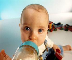 Puzzle de Bebé tomando su biberón