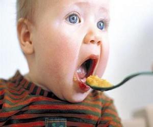 Puzzle de Bebé, comiendo