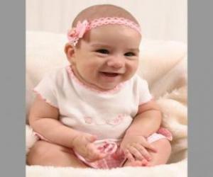 Puzzle de Bebé, contento y feliz, sentado en el suelo