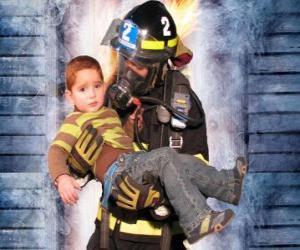 Puzzle de Bombero con un niño en brazos