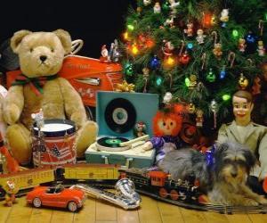 Puzzle de Bonitos regalos de Navidad junto al árbol