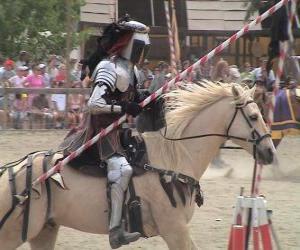 Puzzle de Caballero con armadura y con su lanza preparada montado sobre su caballo también protegido con armadura
