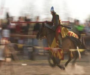 Puzzle de Caballero lanzando un rápido ataque al enemigo con la lanza sobre su caballo
