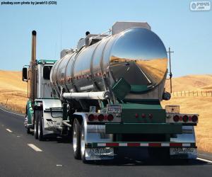Puzzle de Camión cisterna en ruta