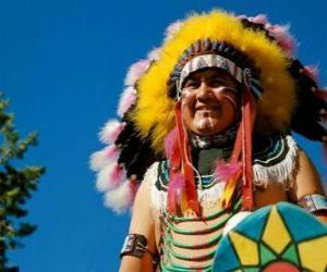 Puzzle de Cara del jefe indio con las pinturas de guerra y las plumas en la cabeza