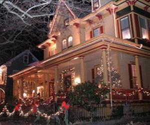 Puzzle de Casa adornada para celebrar la Navidad