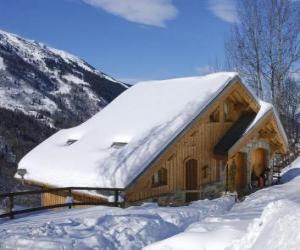 Puzzle de Casa de montaña hecha de madera