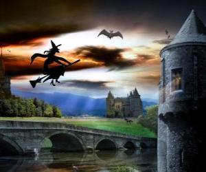 Puzzle de Castillo encantado en la noche de Halloween con la bruja volando en su escoba mágica