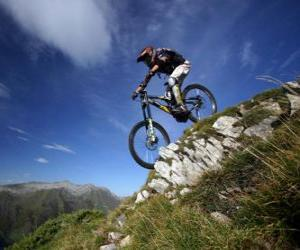 Puzzle de Ciclista preparado para un descenso de velocidad en su bicicleta