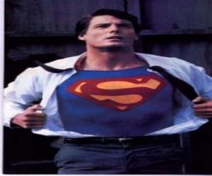 Puzzle de Clark Kent transformándose en Superman con su uniforme rojo y azul para luchar por la justicia