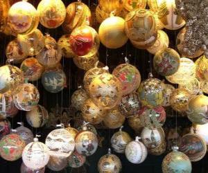 Puzzle de conjunto de bolas de Navidad con diferentes decoraciones