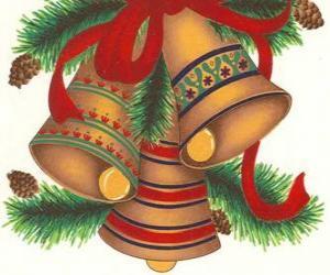 Puzzle de Conjunto de tres campanas adornadas con elementos decorativos navideños