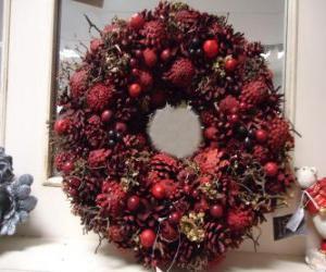 Puzzle de Corona de Navidad con frutos rojos