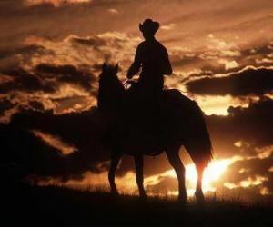 Puzzle de Cowboy o vaquero cabalgando al anochecer