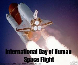 Puzzle de Día Internacional de los Vuelos Espaciales Tripulados