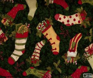 Puzzle de dibujo de calcetines y botas navideñas