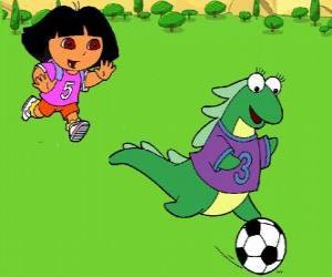 Puzzle de Dora jugando al futbol con su amiga Isa, la iguana