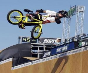 Puzzle de El BMX es una modalidad acrobática del ciclismo