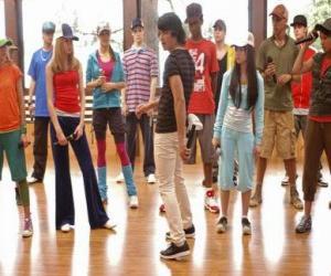 Puzzle de El cantante Shane Gray (Joe Jonas) dando una clase de baile
