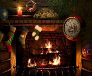 Puzzle de El fuego encendido durante Nochebuena con los calcetines colgados
