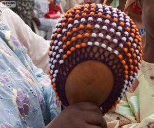 Puzzle de El shekere o calabash es un instrumento de percusión de África
