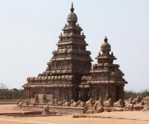 Puzzle de El templo de la Orilla se encuentra en el Golfo de Bengala y está construido en bloques de granito, Mahabalipuram, India