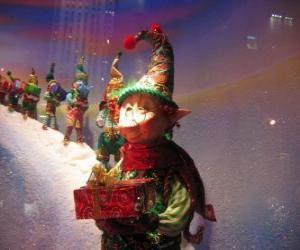 Puzzle de Elfos de Papá Noel cargando con una caja de regalo