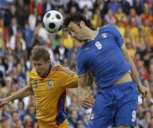 Puzzle de Futbolista saltando para rematar el balón con la cabeza