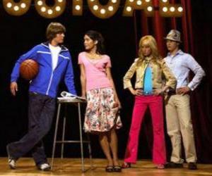 Puzzle de Gabriella Montez (Vanessa Hudgens), Troy Bolton (Zac Efron), Ryan Evans (Lucas Grabeel), Sharpay Evans (Ashley Tisdale) en el escenario