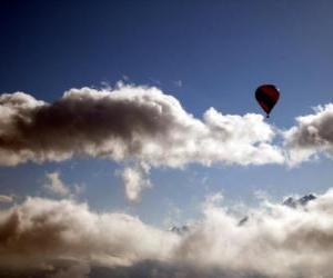 Puzzle de Globo aerostático entre las nubes