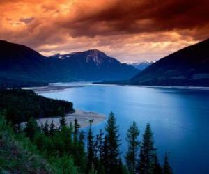Puzzle de Gran lago, entre montañas