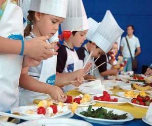 Puzzle de Grupo de niños haciendo de cocineros