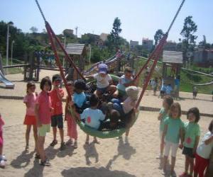 Puzzle de Grupo de niños jugando en el parque