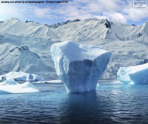 Puzzle de Iceberg cerca de la orilla del mar