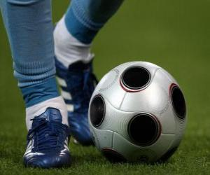 Puzzle de Jugador de futbol conduciendo el balón