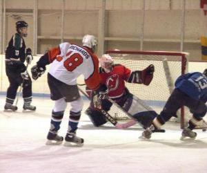 Puzzle de Jugadores y portero en un partido de hockey sobre hielo