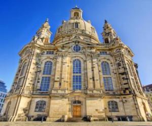 Puzzle de La Iglesia de Nuestra Señora es una iglesia luterana de estilo barroco y un símbolo de la reconciliación, la Frauenkirche de Dresde, Alemania