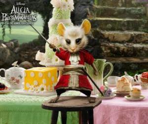 Puzzle de La Lirona, es una ratona que viste pantalones de montar.