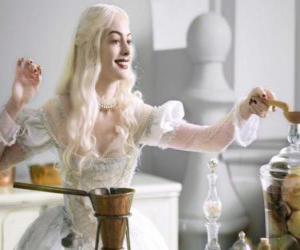 Puzzle de La Reina Blanca (Anne Hathaway) preparando una poción