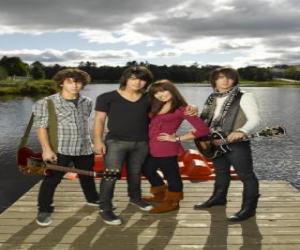 Puzzle de Los hermanos Grey (Jonas Brothers) y Mitchie Torres (Demi Lovato)