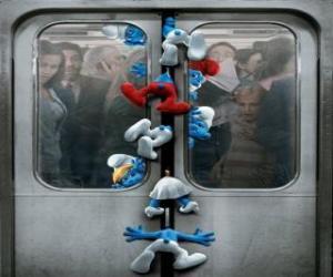 Puzzle de Los Pitufos quedan atrapados en las puertas del metro - Los Pitufos, película -
