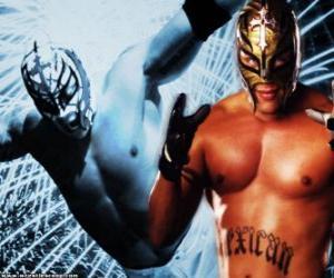 Puzzle de Luchador profesional con la máscara preparado para el combate, la lucha libre profesional es un espectáculo deportivo