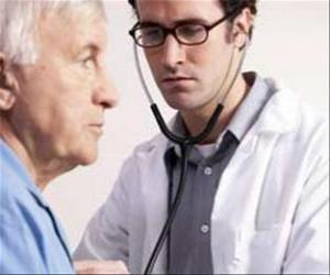 Puzzle de Médico o doctor con el estetoscopio preparado para la auscultación de un paciente